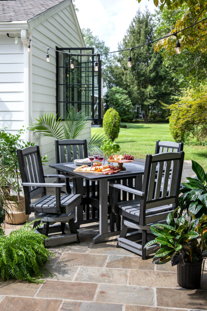 English-Garden Swivel Chairs and Table